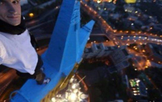 Москву раскрасил «Мустанг» из Украины: руфер передал доказательства в Россию (Видео)