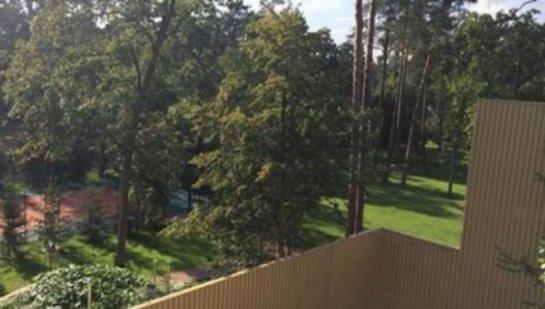 Брат экс-регионала отгородился от жителей Бучи 13-метровым забором