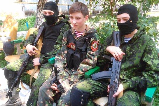 Боевики гонят молодежь в свои «армии» под дулом автомата