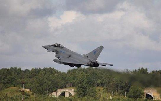 Британия впервые показала фото перехваченных российских истребителей