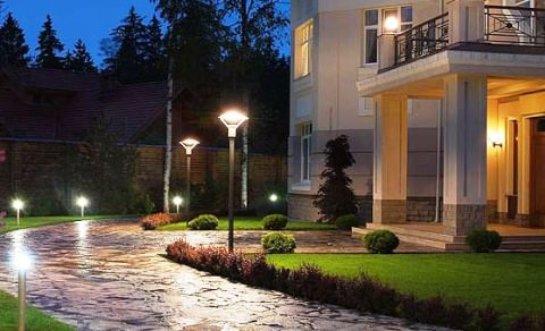 Уличные светильники для дачи: большой ассортимент товара известных мировых брендов