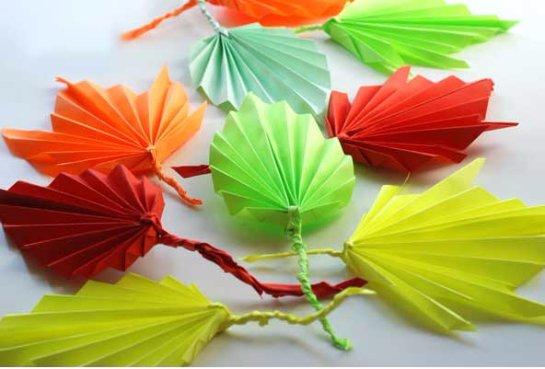 Листочек на дерево из цветной бумаги
