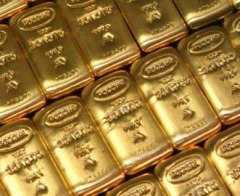 Мировые цены на золото снижаются в рамках коррекции