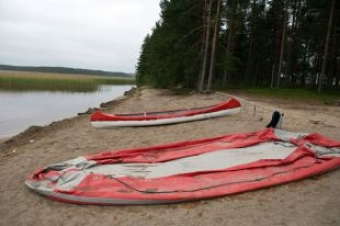 Во время шторма в Карелии перевернулись лодки: 15 детей погибли