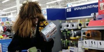Странные покупатели в американских супермаркетах, призванные удивлять (ФОТО)