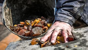 Борьба за добычу янтаря: полицейских снова обстреляли на Ровенщине