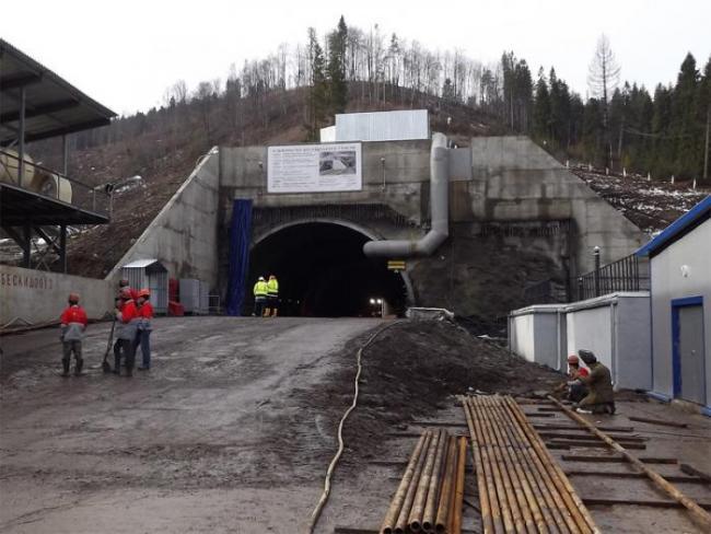 В «Укрзализныце» сообщили, когда проложат колеи в Бескидском тоннеле