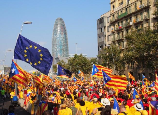 На улицы Барселоны вышли 750 тыс. сторонников независимости Каталонии